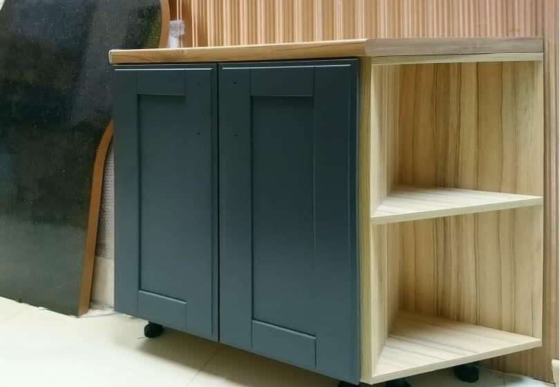 80 руб. - шкаф из массива с угловой полкой шириной 90 см