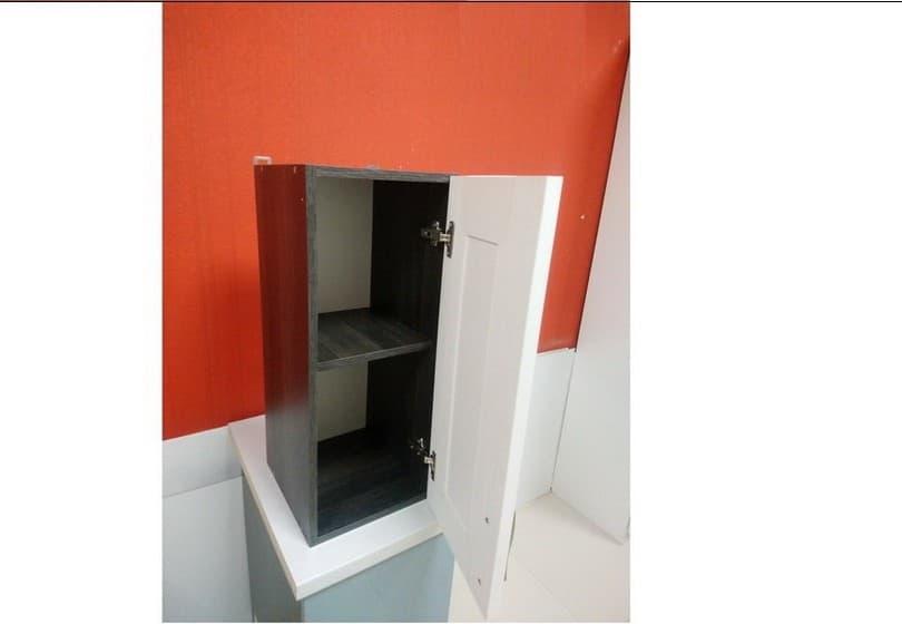 40 руб. - навесной шкаф с белым фасадом из МДФ
