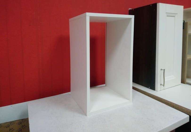 20 руб. - шкаф навесной белый