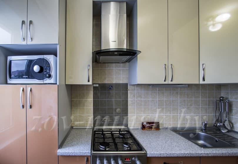 Кухня из пластика Бежевый-Латунь