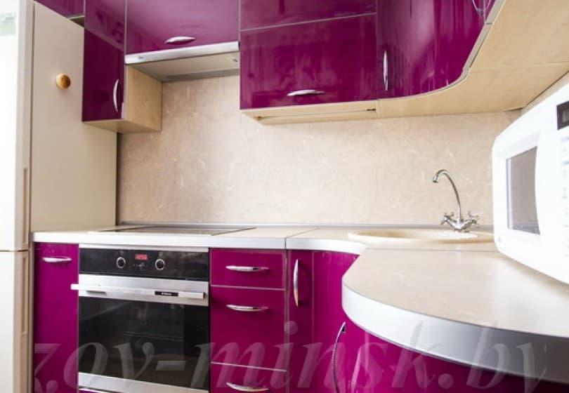 Кухня из пластика Фиалка с карнизом